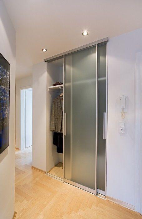gleittueren alurahmen garderobe nische satinato gleittueren schiebetueren schreinerei lignum. Black Bedroom Furniture Sets. Home Design Ideas