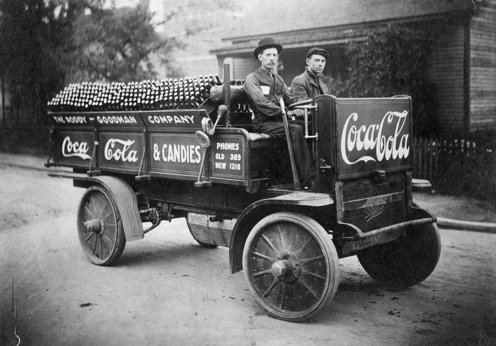 Vintage Photos Of Coca Cola Delivery Trucks From Between The 1900s And 1950s Rapid Truck Made By Motor Vehicle Company In Pontiac Mi