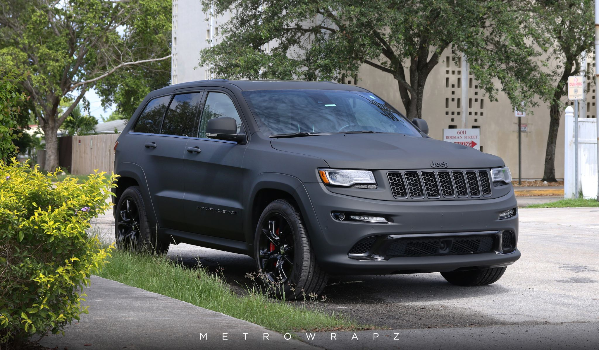 Jeep Grand Cherokee With A Dead Matte Black Color Change Metrowrapz Jeep Jeepgrandcherokee 3mwaps 3m Jeep Grand Cherokee Jeep Cherokee Laredo Jeep