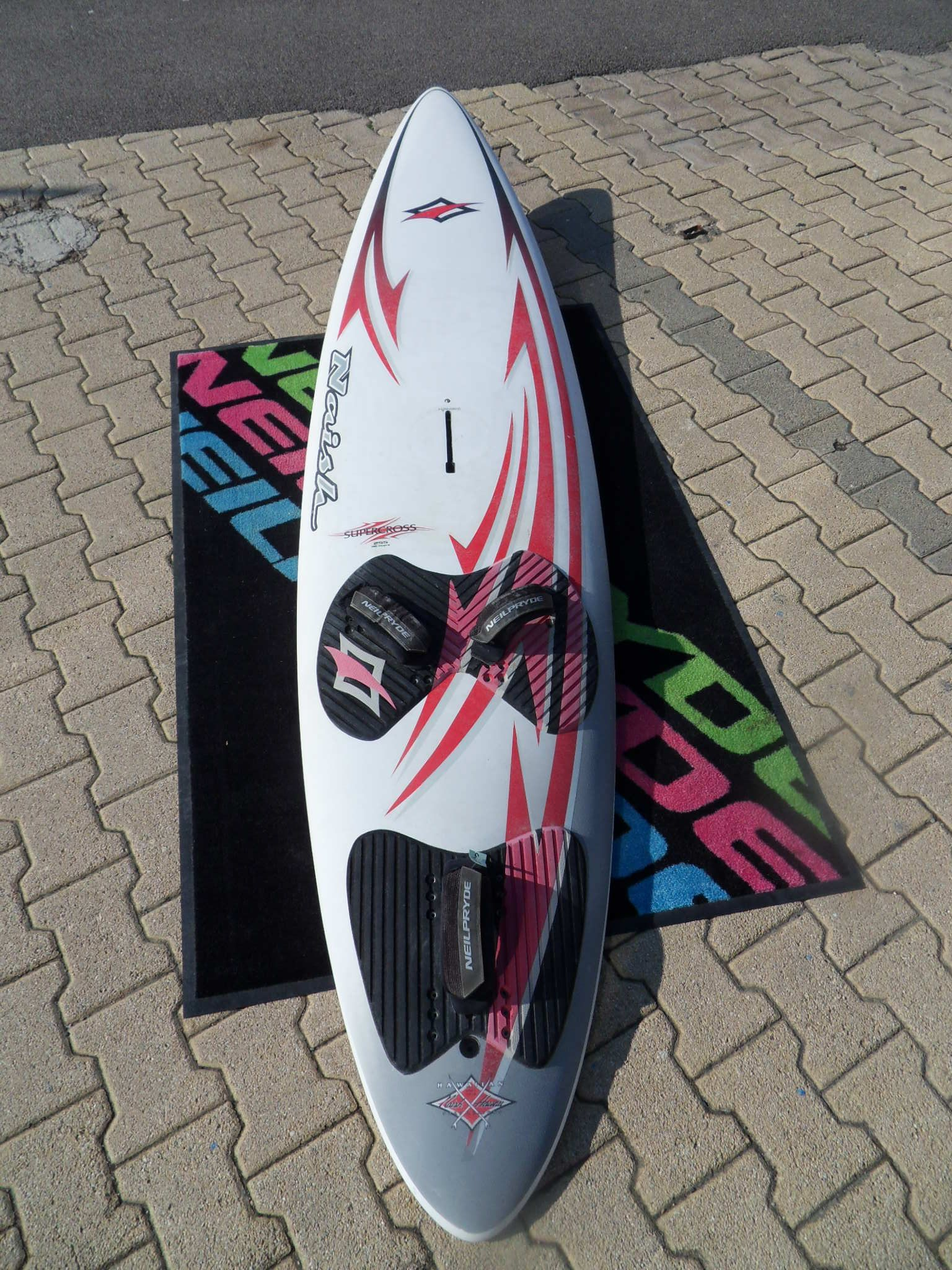 naish supercross 96L 255x62 boitier power bon état 190€
