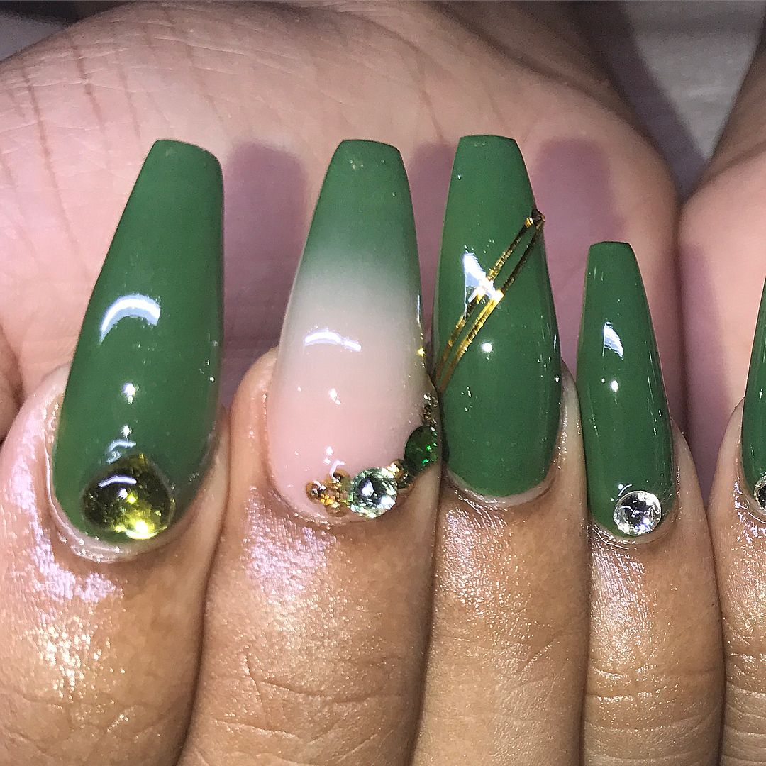 ⚜️Olive Ombre.....but i just like the jade color shade green ...