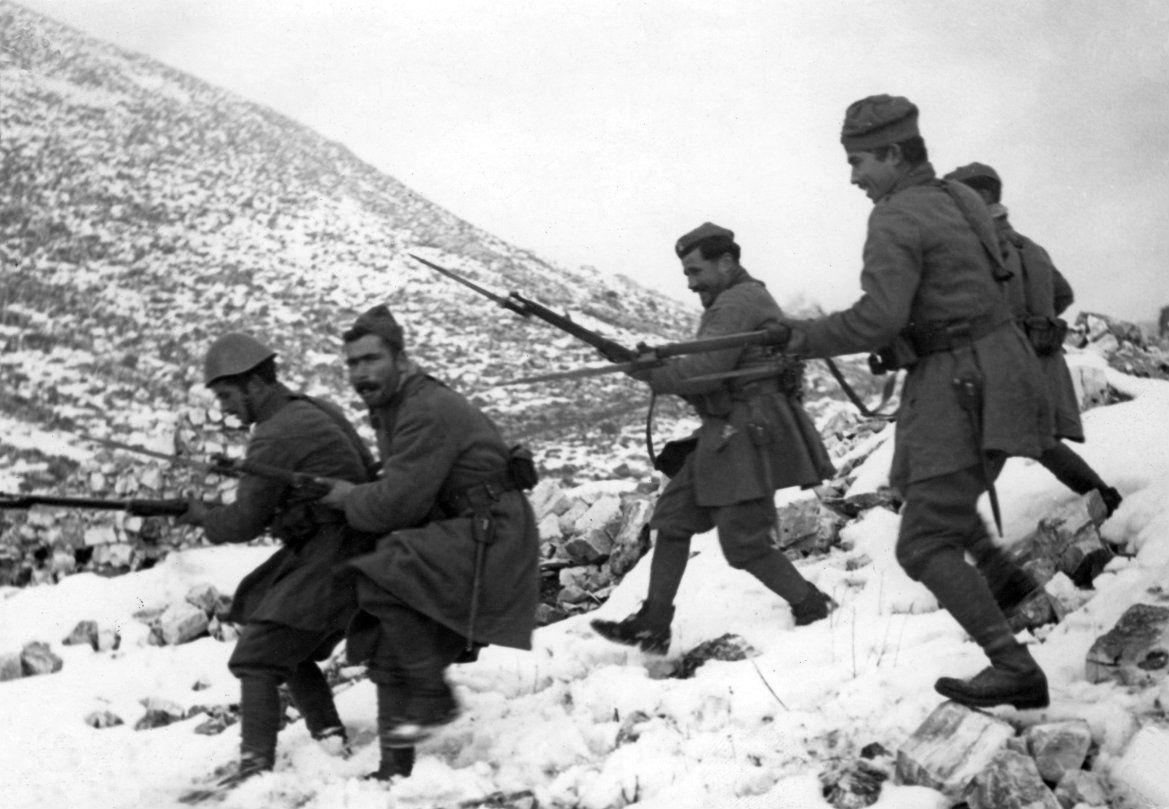 Greek Soldiers Charge Down The Side Of An Albanian Mountain Slope During The Greco Italian War The Conflict Which Greece History Greek History Greek Soldier
