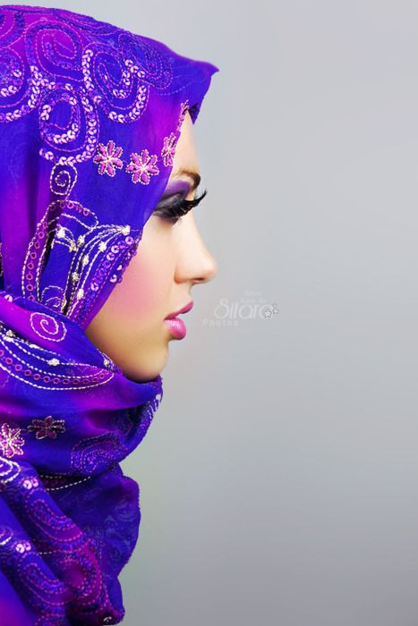 I love this head scarf. The colors are gorgeous, the draping looks nice, and it's just plain luxurious looking. While I don't veil my hair often, there are times when I feel it's necessary (one of those times is coming up: Easter).