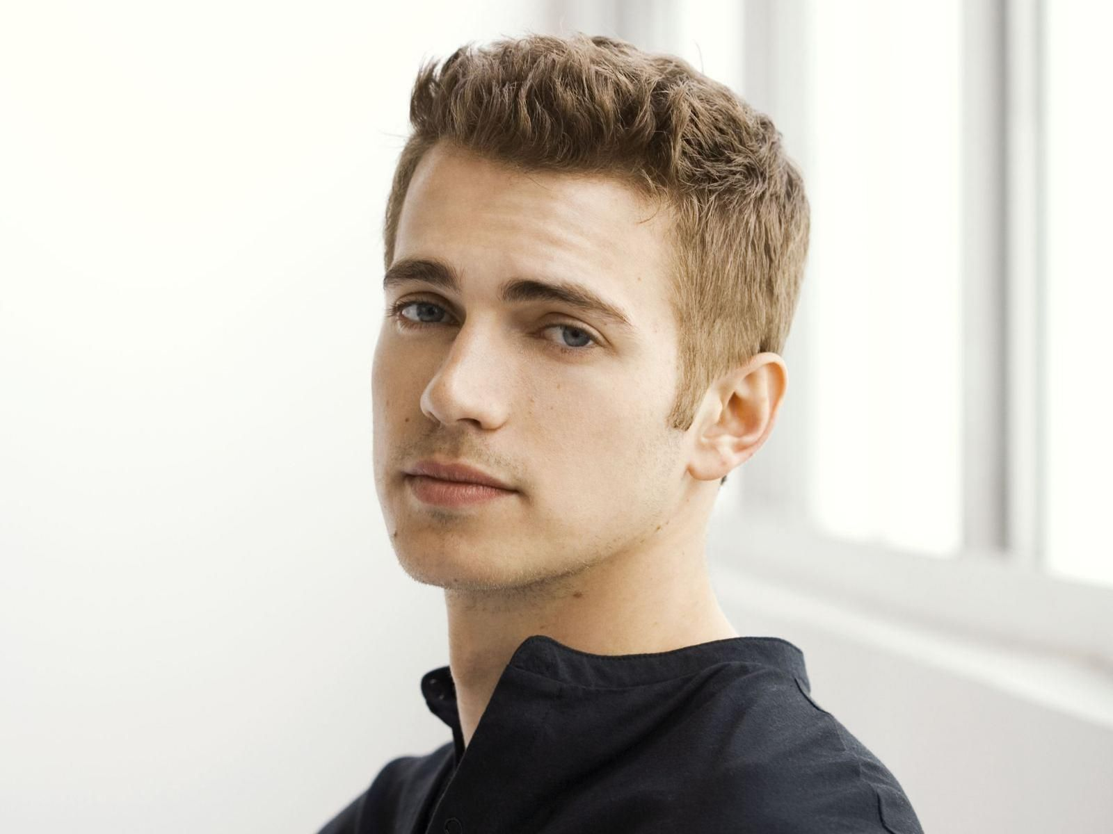 Hayden christensen medium wavy casual hairstyle thehairstyler com - Hayden Christensen Google Search