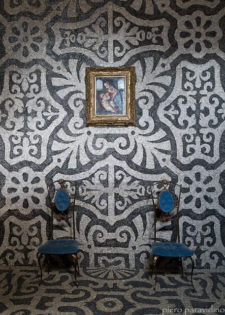 Villa Litta Villas, Walls and Wallpaper