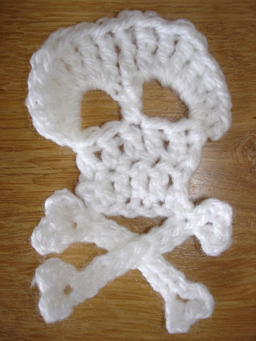 crochet skull and crossbones pattern - Google Search | DIY projects ...