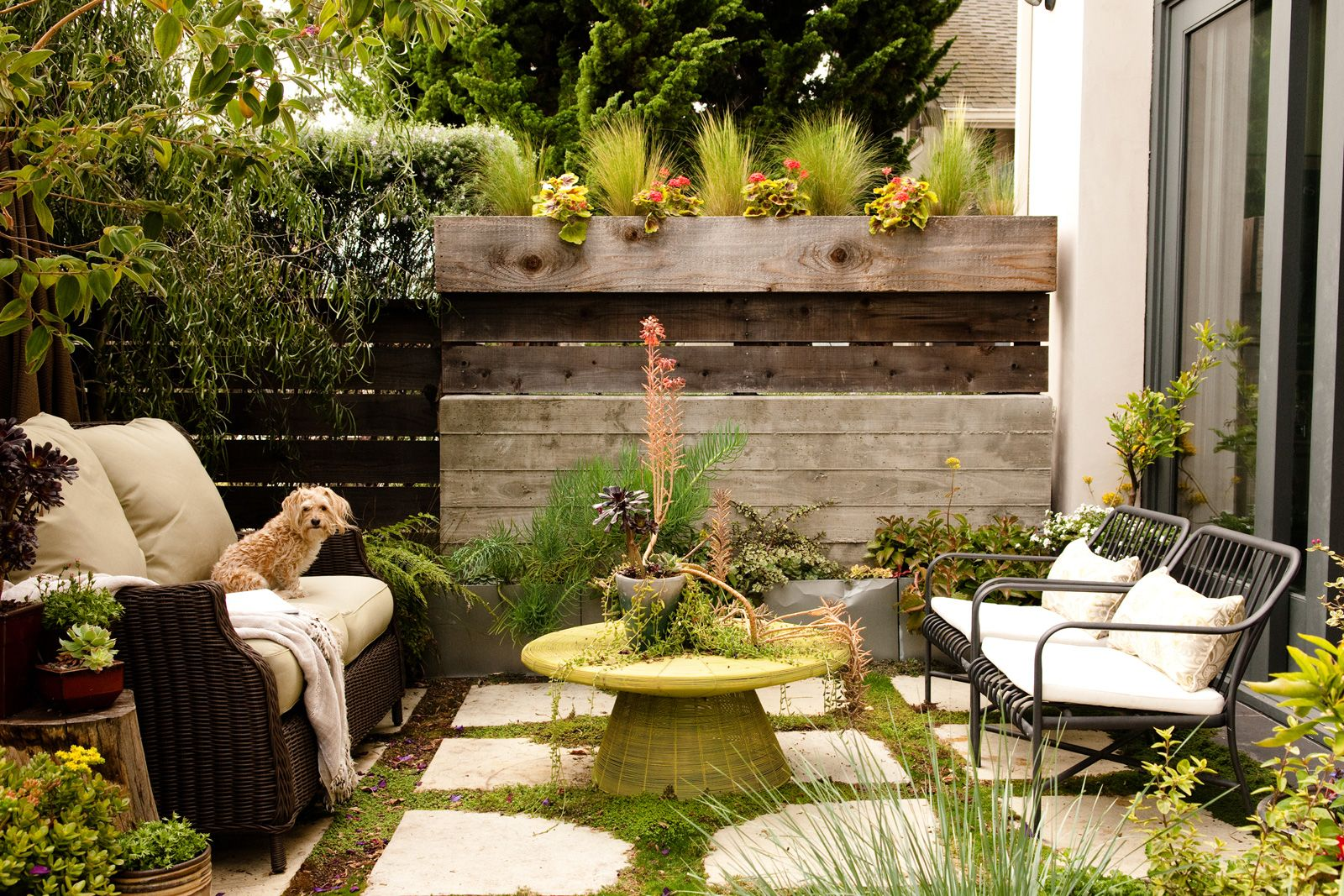 This Small Patio Is Gorgeous. Click Through To See The Beautifully Style  Outdoor Space By Bay Area Designer Courtney Lake.