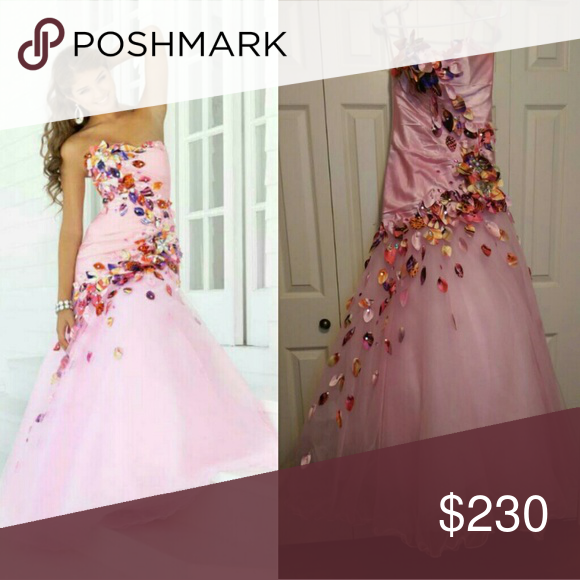 Prom dress Size 2. Only worn once, in very good condition. Dresses Prom