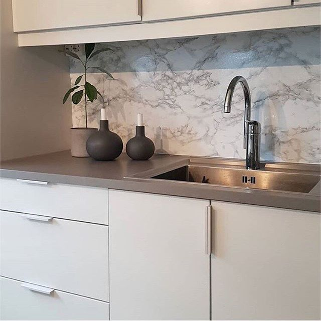 Look at this beautiful kitchen lompilo used our dcfix self adhesive foil marble marmi grey for the splashback on partage aujourdhui la belle