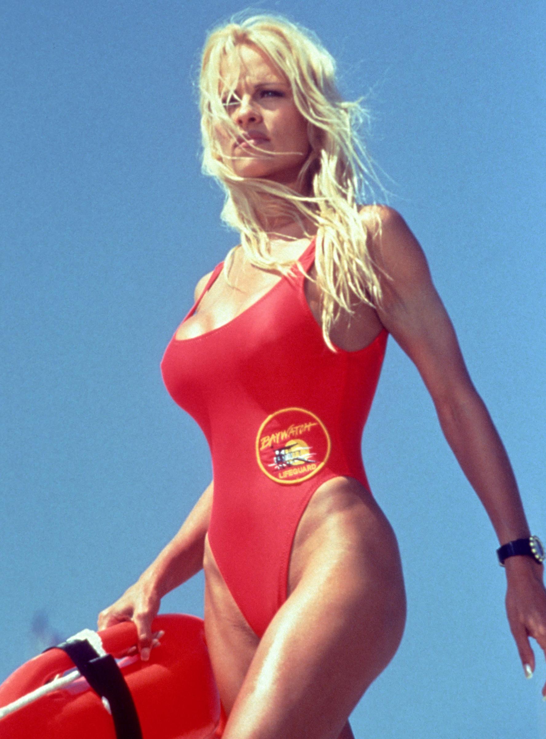 the busty woman's guide to swimwear (100% polka dot-free