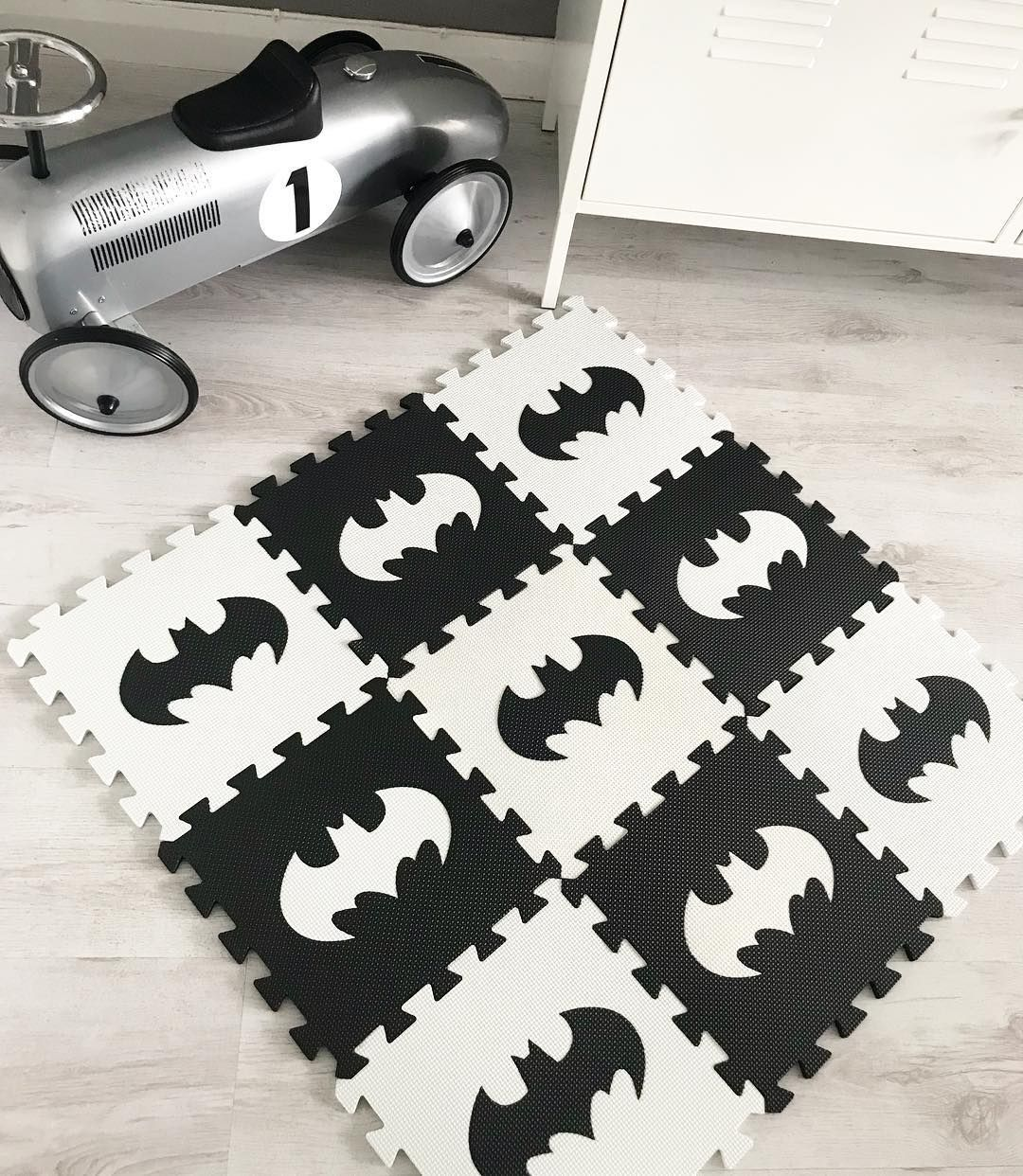 Batman Logo Mats 9pcs