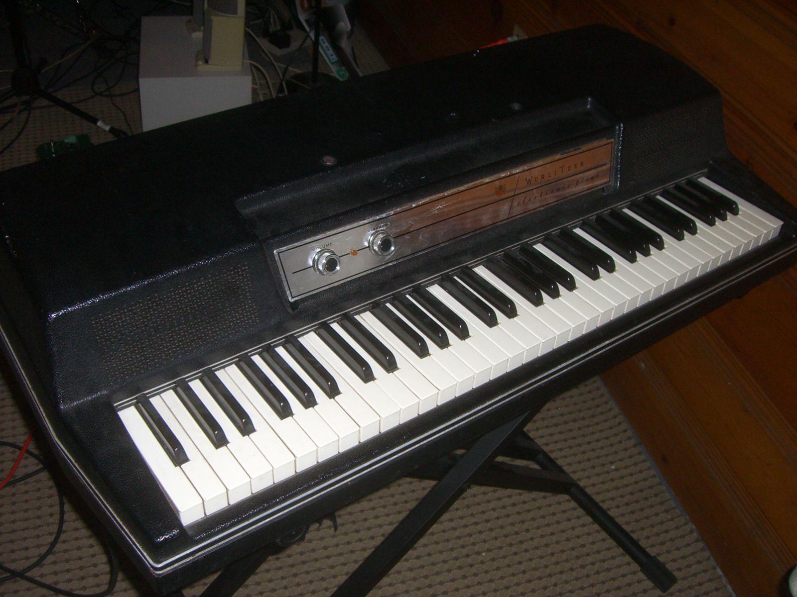 Wurlitzer 200A Electric Piano | random | Electric piano, Piano