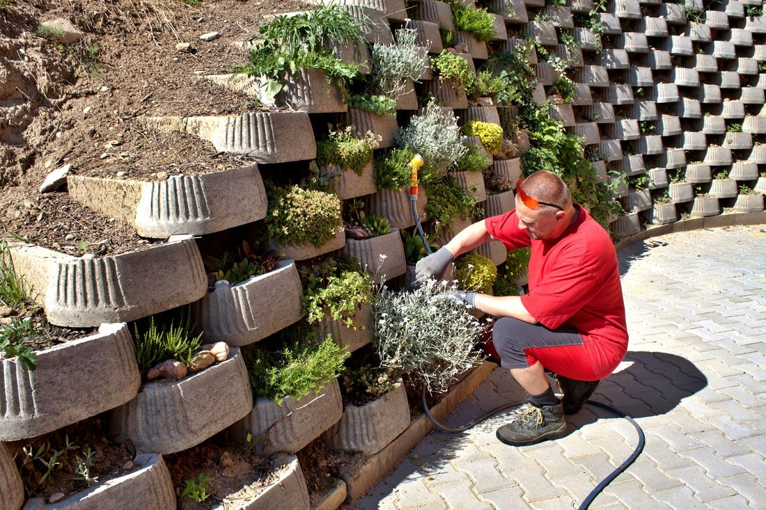 Outdoor retaining wall design with landscape cafe roof garden