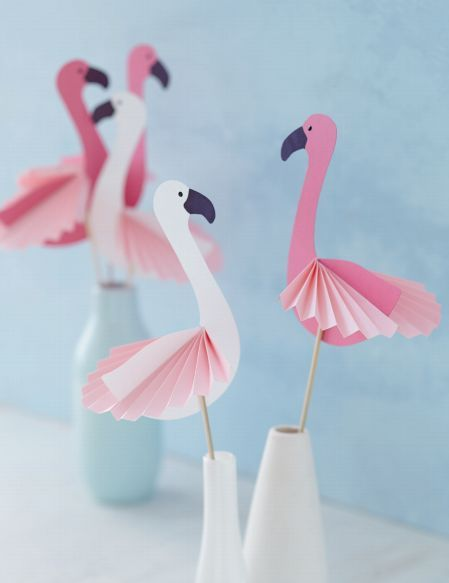Photo of DIY håndverksinstruksjoner med mal for enkle dekorative flamingoer