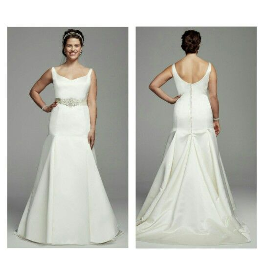 So classy how could you not fall inlove with this beautiful plus size gown! Yes ma'am!!