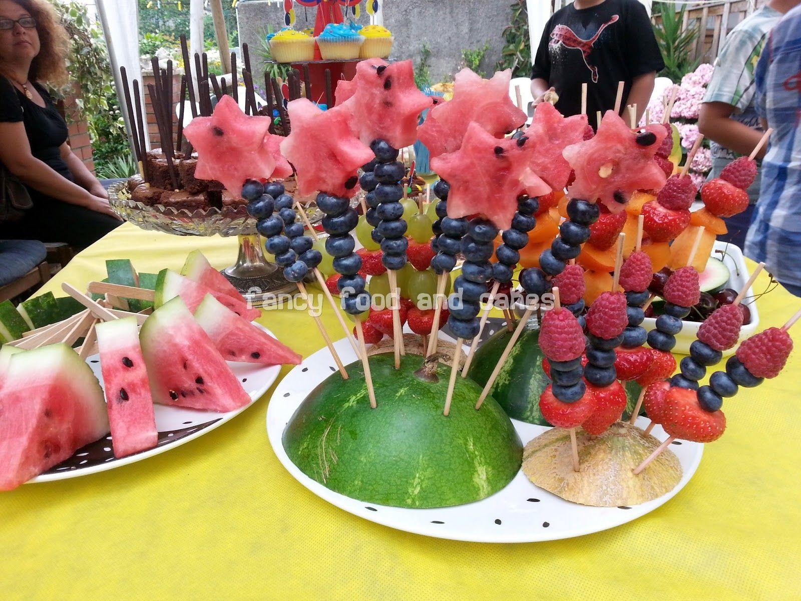 Fancy food cakes buffet per un compleanno estivo buffet for a