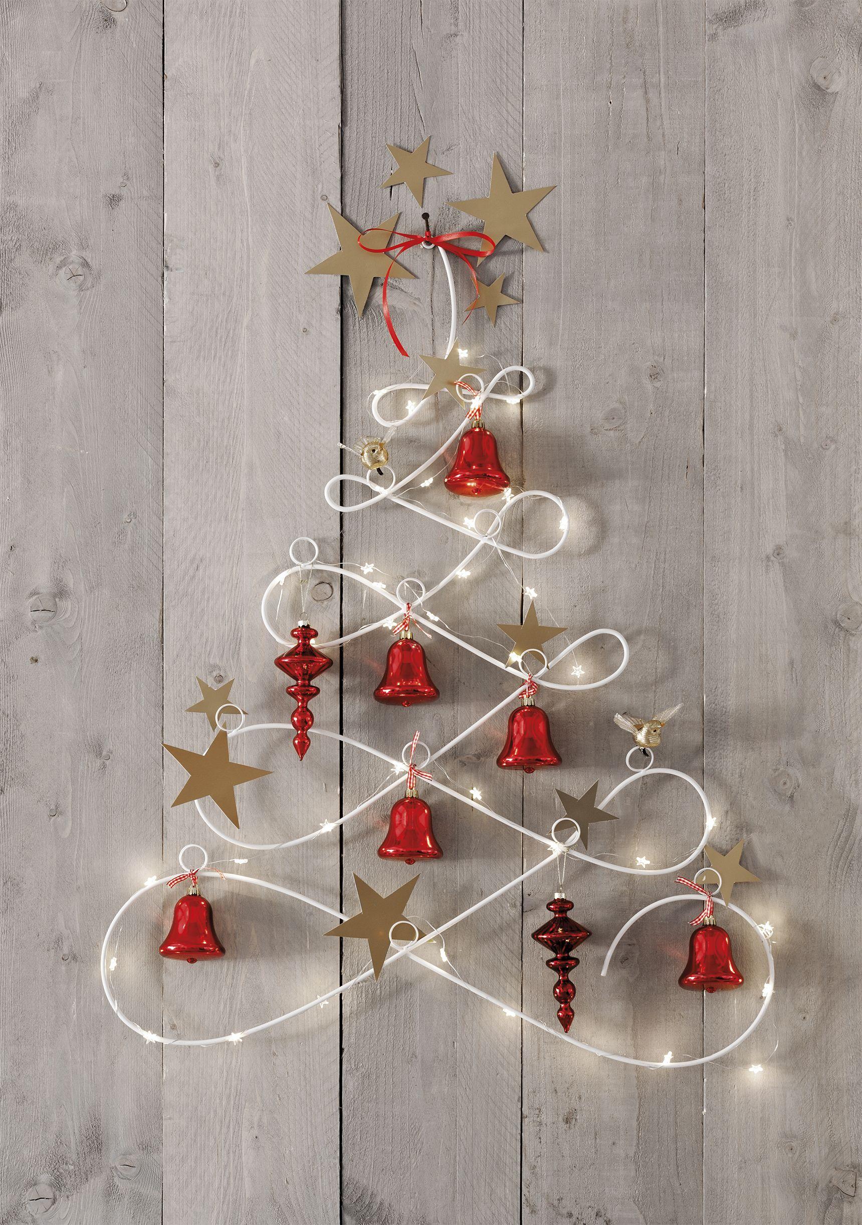 maak je kerstboom van verlichting aan de muur kerst kerstboom kerstverlichting intratuin