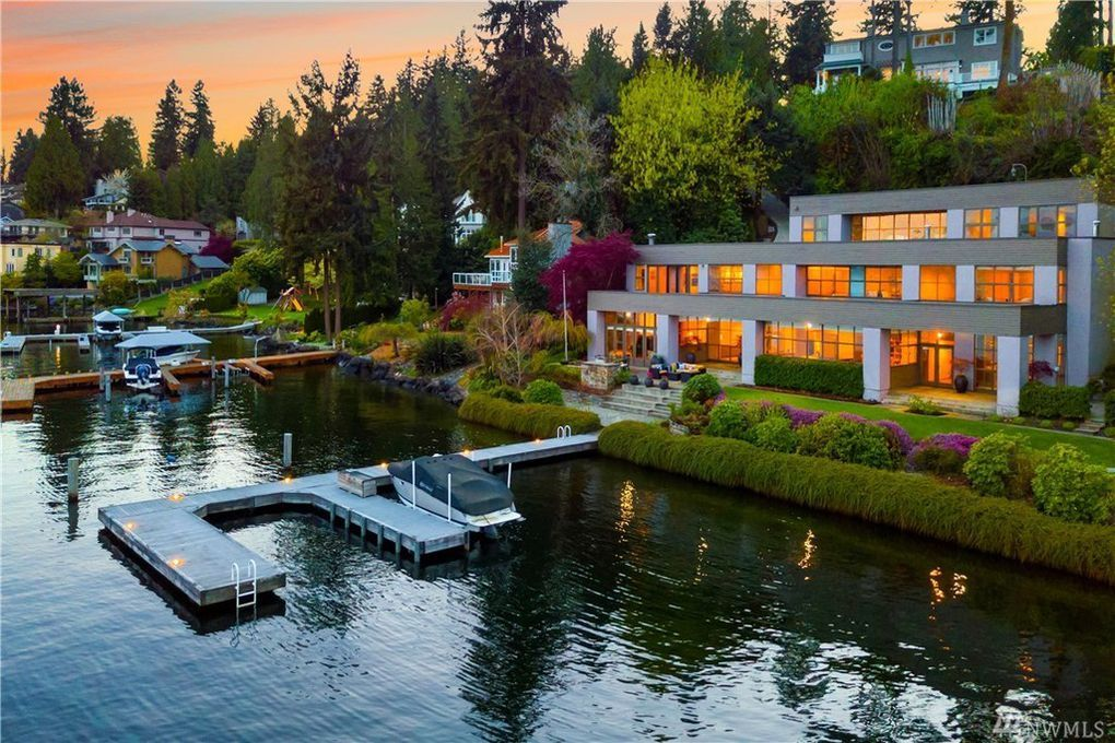 Real Estate Two Beautiful Houses For Sale On Mercer Island In Washington Dream House Pictures Dream House Lake Houses For Sale
