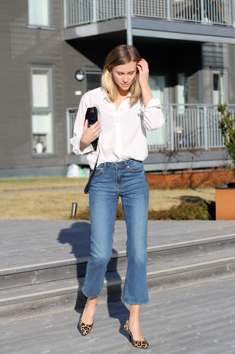 White shirt, blue cropped flared jeans & leopard print pumps | @styleminimalism