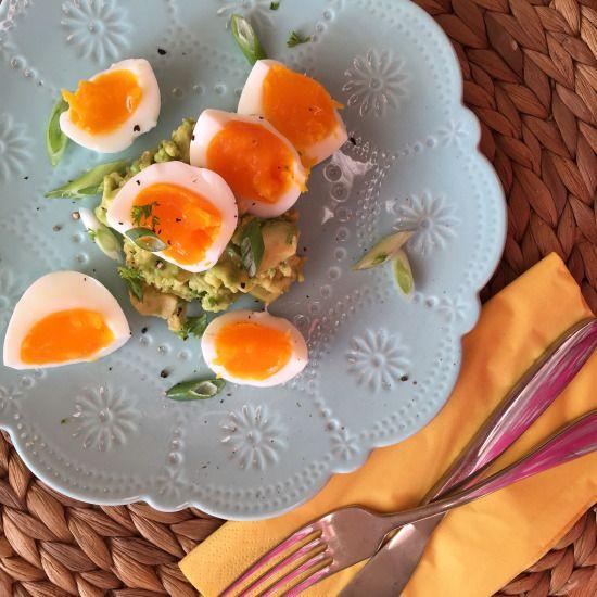 Smashed Avocado & Eggs!! Gluten Free, Dairy Free, Whole 30 & Paleo!  Check out the recipe on www.thewonkyspatula.com