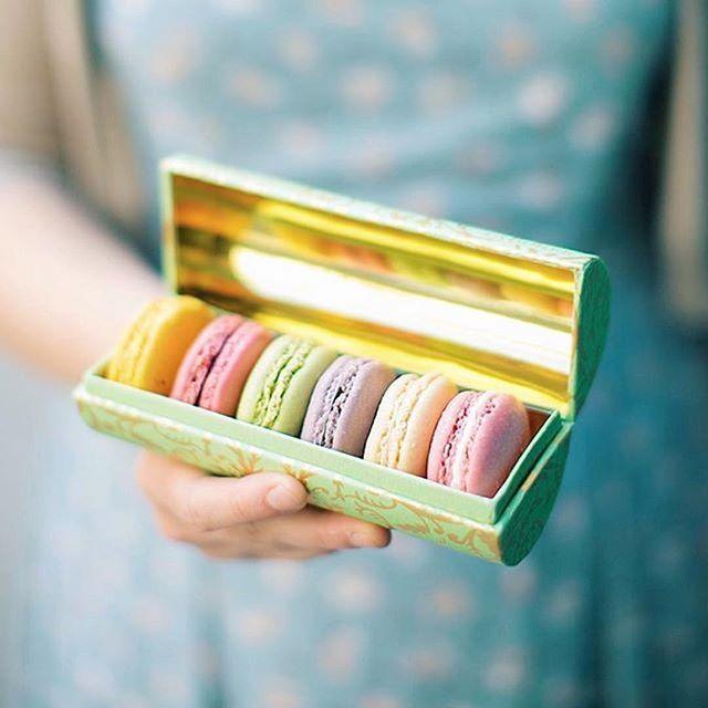WEBSTA @ maisonladuree - Avoir un petit trésor entre ses mains. | Holding a little treasure in your hands. | 📸 @claire.oring #Laduree #LadureeParis #MacaronMonday #Macarons