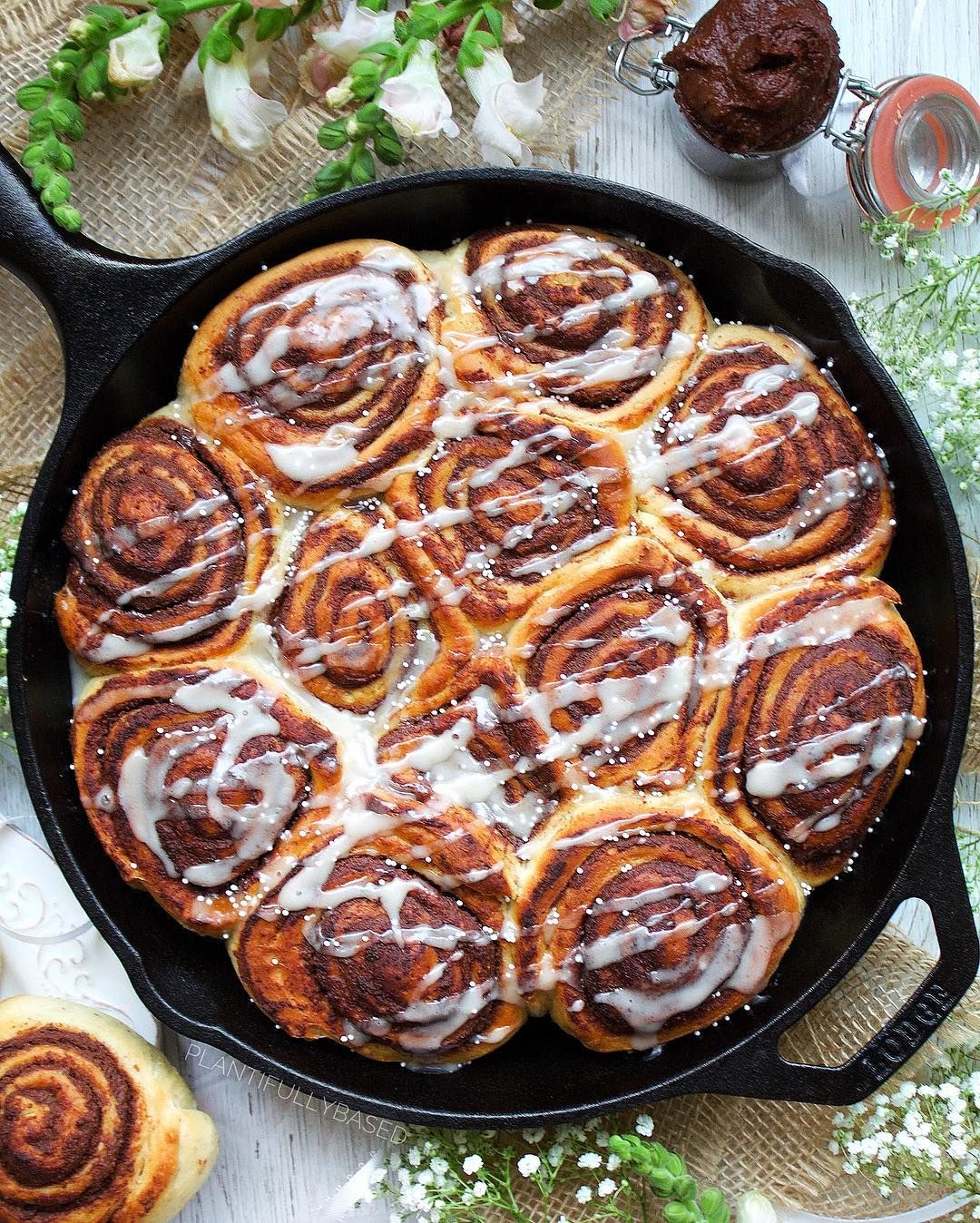 Who Wants A Vegan Nutella Cinnamon Roll Recipe In The