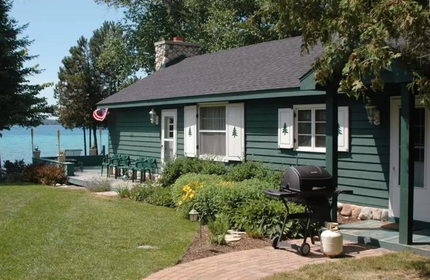 Quaint Cottage On Beautiful Torch Lake Michigan Central Lake In 2020 Torch Lake Torch Lake Michigan Lake Michigan Vacation
