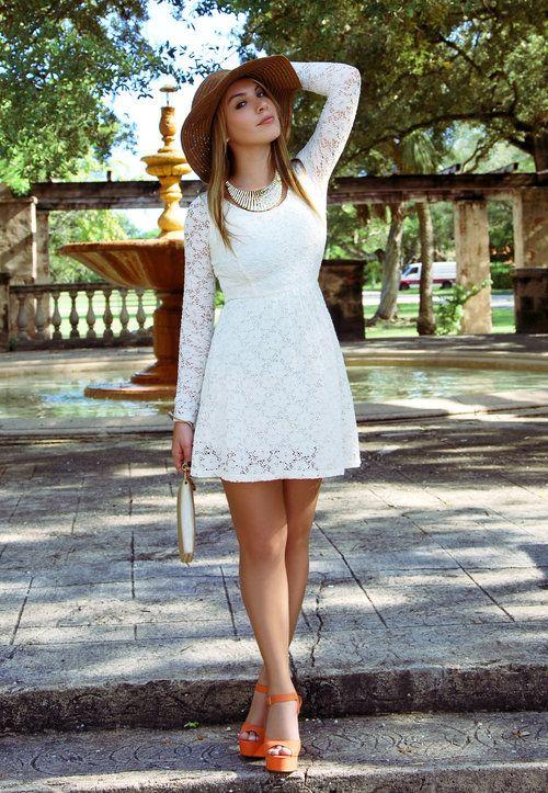 Vestido blanco de encaje.