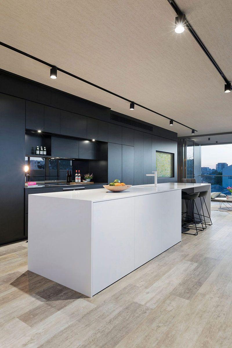 Casa espaçosa e com decoração contemporânea   Iluminación, Cocina ...