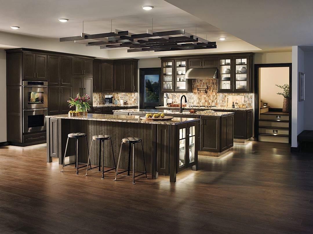 Illuminate Every Detail Of Your Kitchen With Built In Accent Lights If Your Dinne Kitchen Lighting Design Under Cupboard Lighting Traditional Kitchen Lighting