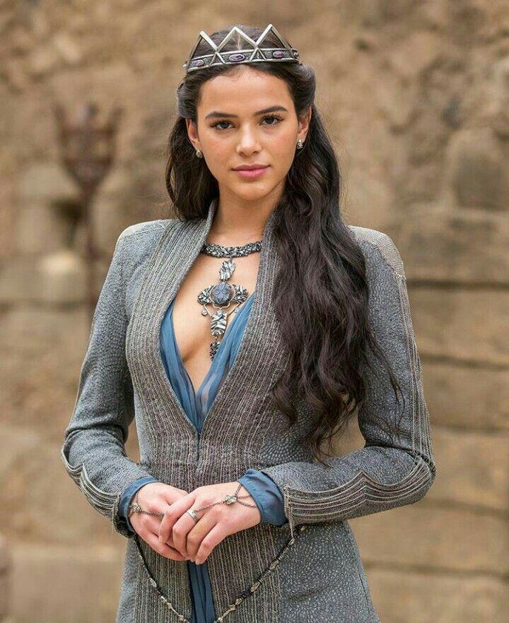 a7ca973b7d0 Bruna Marquezine como a Princesa Medieval Catarina