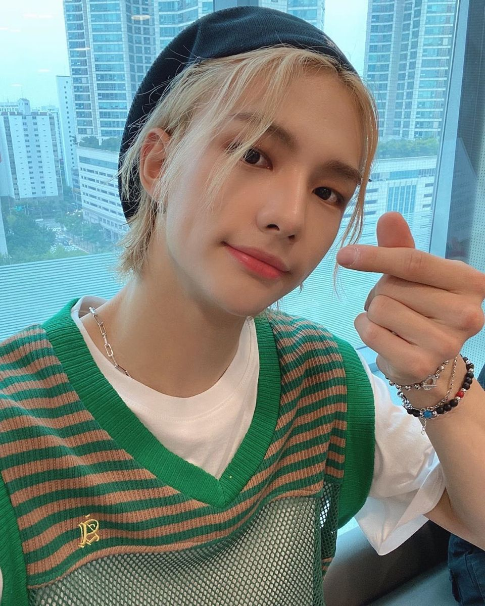 Pin by Luxrs on Stray Kids ༉‧₊˚ in 2020 Stray, Long hair