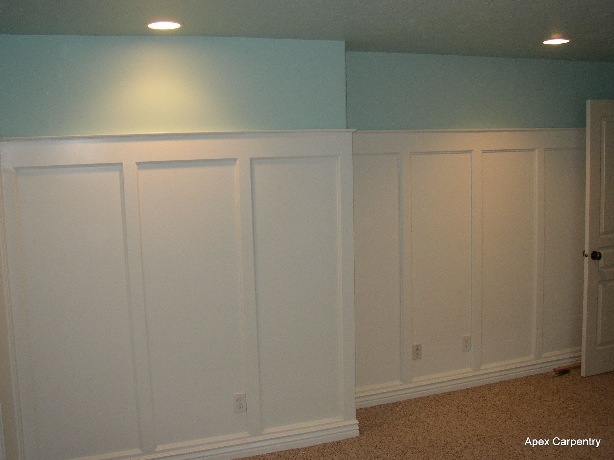 Wainscoting dining room wallpaper - Recreate This Look With The Molding Stopping 5 Up Then Add A Fabulous Wallpaper