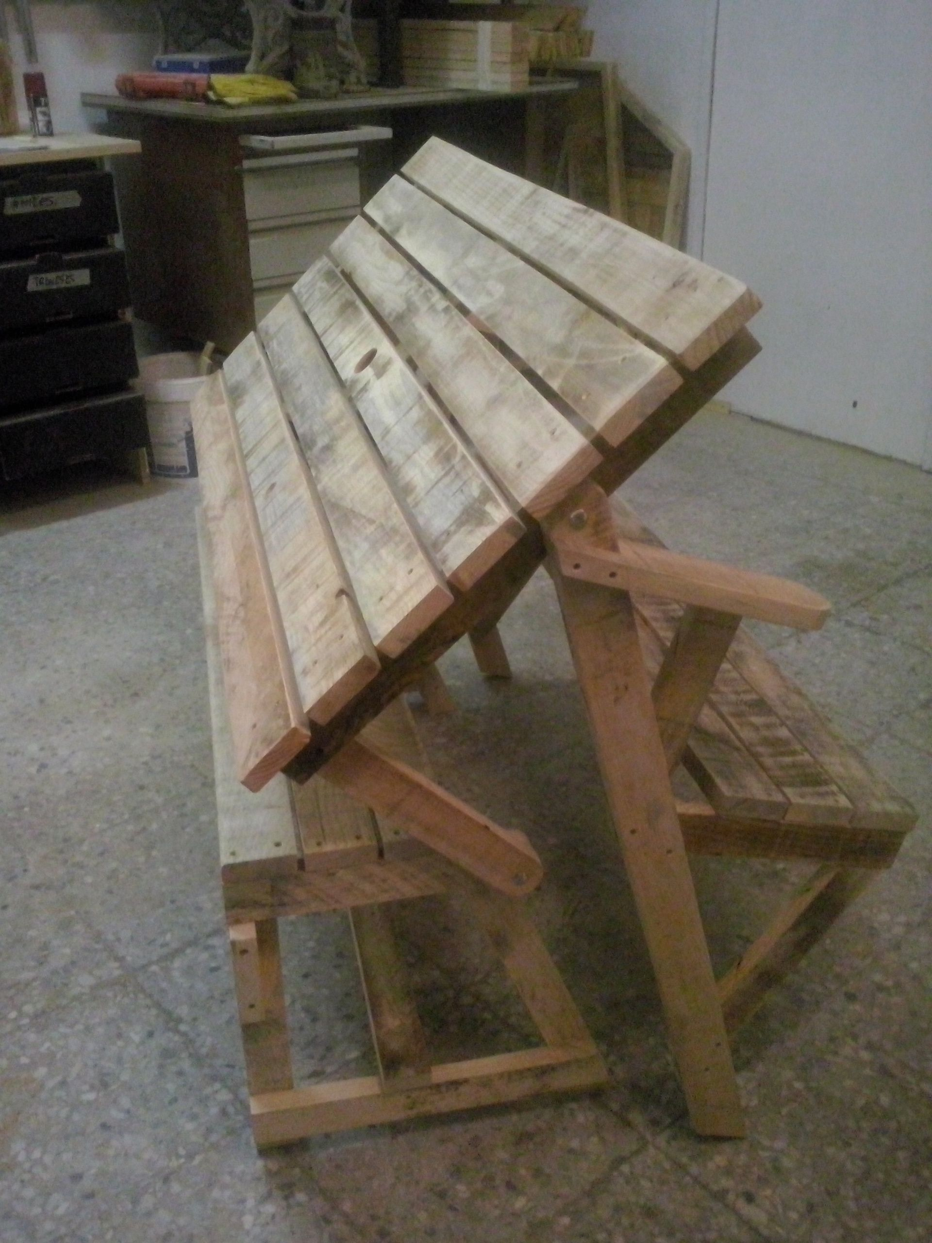 Banqueta mesa realizada con maderas de palets usados for Mesas de palets para jardin