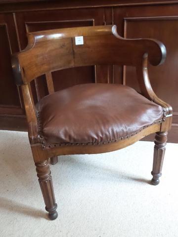 Fauteuil De Bureau De Forme Gondole En Acajou Et Placage Vers 1830 H 76 Cm L 64 Cm P 53 Cm Mobilier De Salon Vente Aux Encheres Fauteuil Bureau