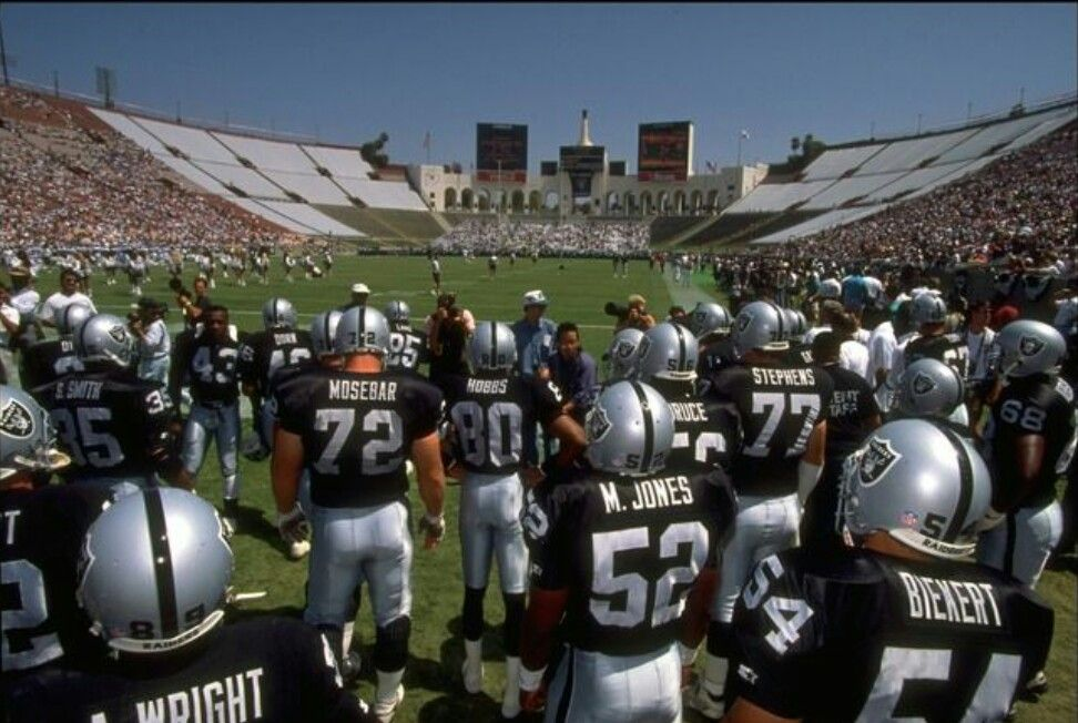 Los Angeles Coliseum Los Angeles Raiders Silver And Black Oakland Raiders Oakland Raiders Images Oakland Raiders Fans