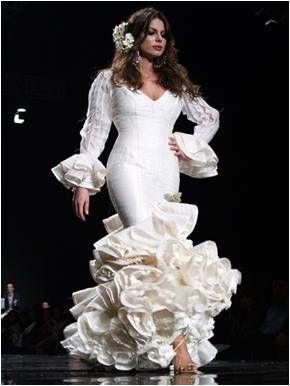Traditionnellement, la robe de mariée espagnole