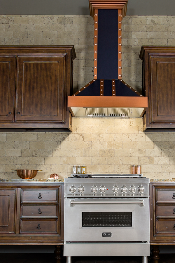 The Zline Siena Is A Professional Wall Mounted Range Hood Designed To Be Both Elegant And Powerful Featuring The Industry S Cocina Exterior Exterior Proyectos