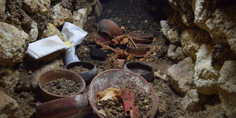Alter Maya-König in Grab der Tausendfüßer-Dynastie entdeckt. #Maya #Grab #Grabschätze