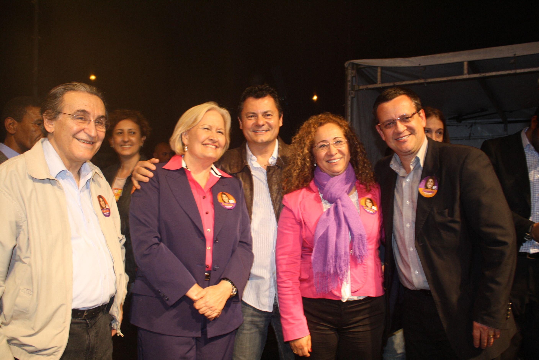 Da esquerda para a direita: Renato Rabelo (Presidente Nacional do PC do B), Ana Amélia Lemos (Senadora), Rogério Amaral (Candidato a Vereador nº 40400), Abgail Pereira (Secretária de Turismo) e Beto Albuquerque (Deputado Federal) - Foto: Fátima Oliveira