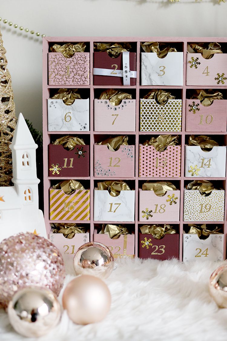 Glam Pink & Gold Reusable DIY Advent Calendar #calendrierdel#39;aventdiy