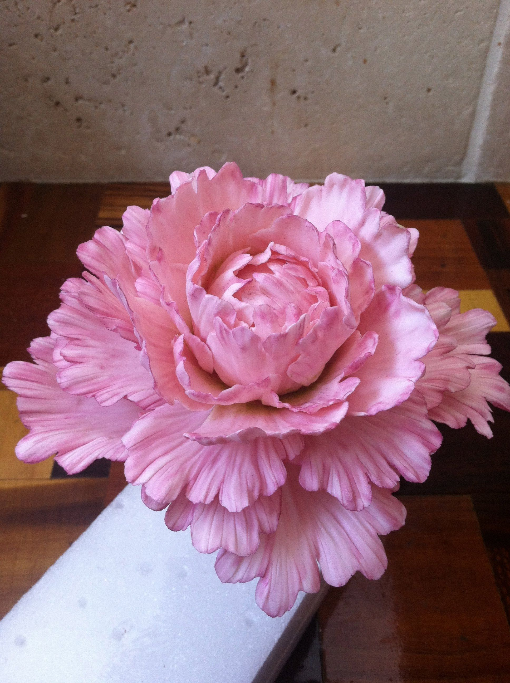 Cake With Fondant Peony : Free video cake decorating class on how to make a gum ...