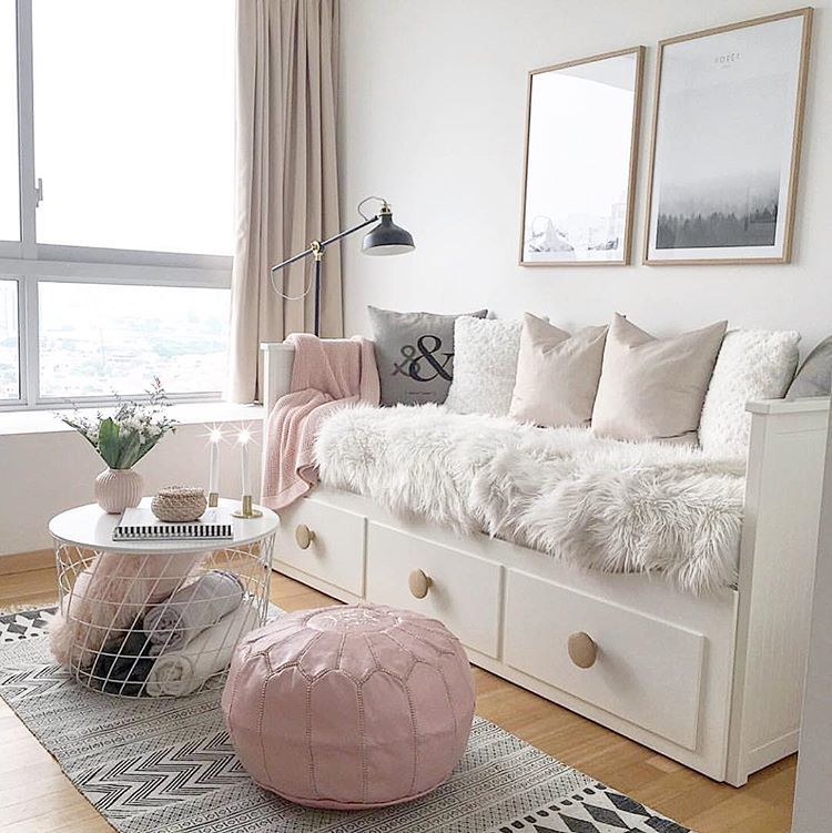 """SaDecora Interior Design on Instagram: """"VIERNES!!! Os dejamos algo de inspiración low cost, esta Increíble habitación de @byidaryding . ✔️Diván, lampara y mesita de @ikeaspain ✔️…"""" #apartmentsinnice"""