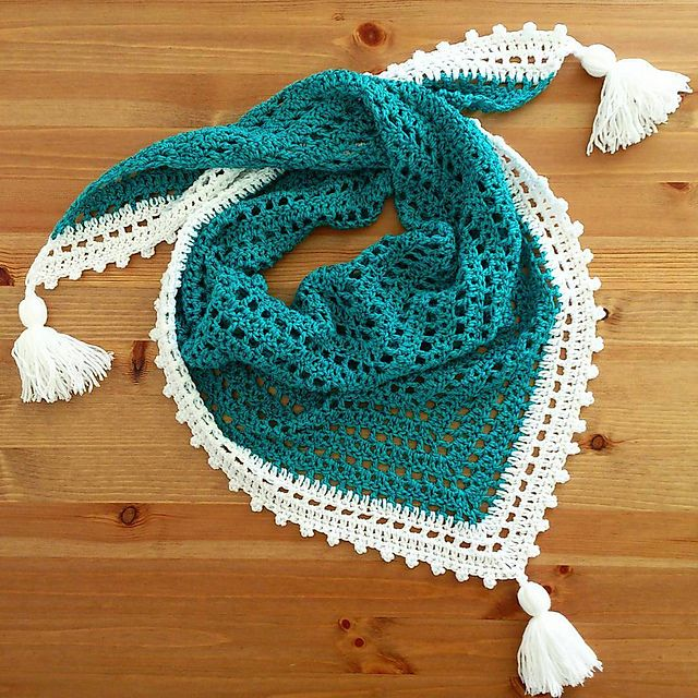 Bird Triangle Scarf Free Crochet Pattern | DailyCrochetIdeas