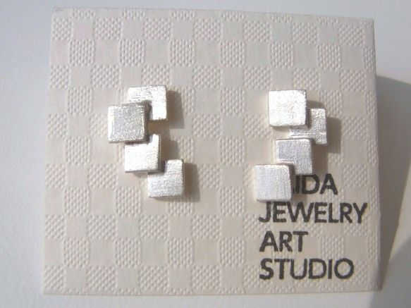 【KAIDA JEWELRY ART STUDIO】【素材】SV925【金具】ポストタイプ【サイズ】縦 約15㎜     横 約10㎜     厚み 約3㎜シ... ハンドメイド、手作り、手仕事品の通販・販売・購入ならCreema。