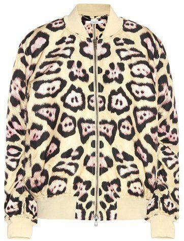 Pin for Later: Diesen Trend haben wieder mal die Jungs zuerst getragen  Givenchy wattierte Bomberjacke mit Leoprint (2.290 €)
