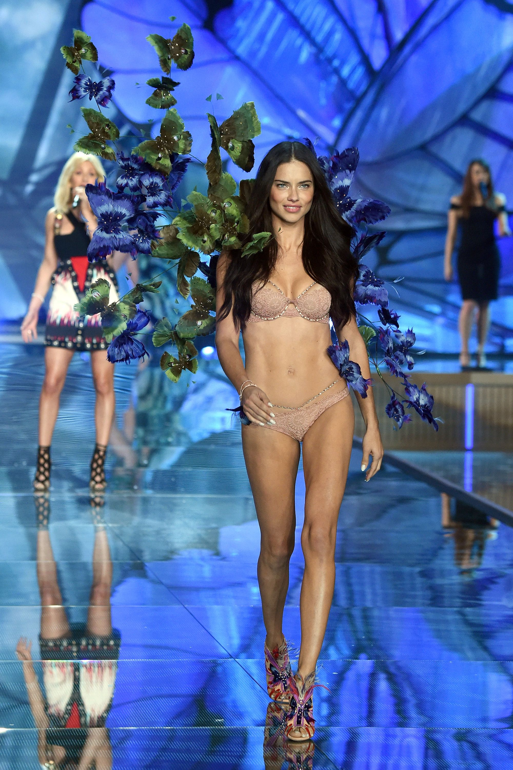 0b38d3cab4 Adriana Lima Victoria s secret show 2015 performance from Ellie Goulding