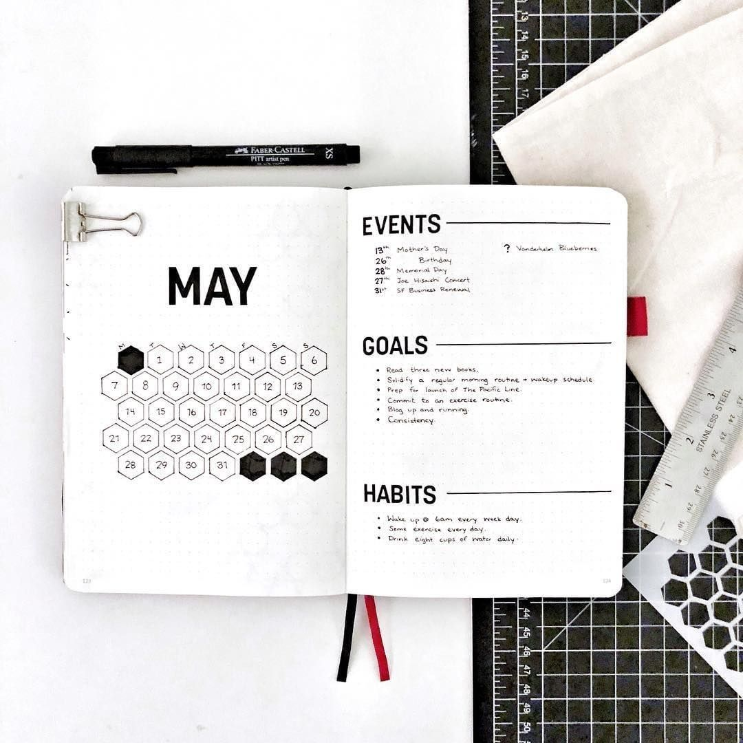 Would you try a hexagon calendar for August? . Sometimes we just need to cut out the noise and focus on what's important - just like… #augustbulletjournal