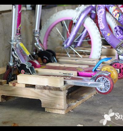 scooter and bike rack diy ideas pallet garage house. Black Bedroom Furniture Sets. Home Design Ideas