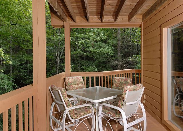 Catch A Falling Star #1127 | Enjoy taking it easy on your deck of this 3 bedroom cabin!